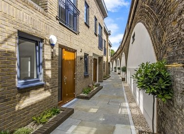Properties for sale in Grimston Road - SW6 3QP view1