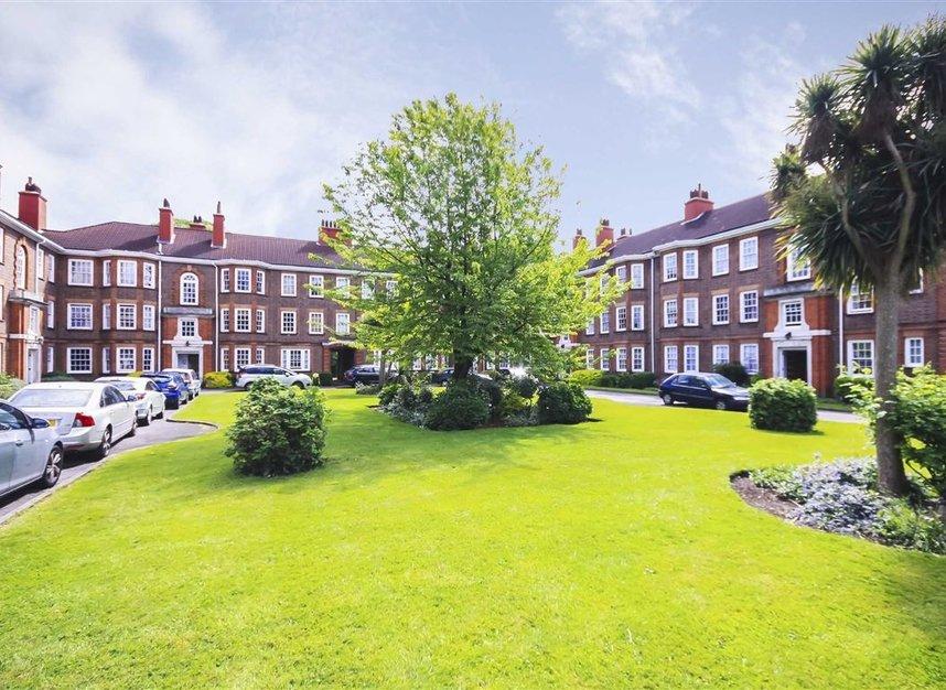 Properties for sale in Bromyard Avenue - W3 7JD view1