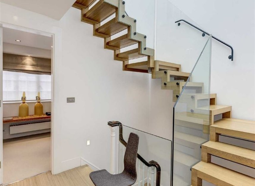 Properties for sale in Buckingham Place - SW1E 6HR view9
