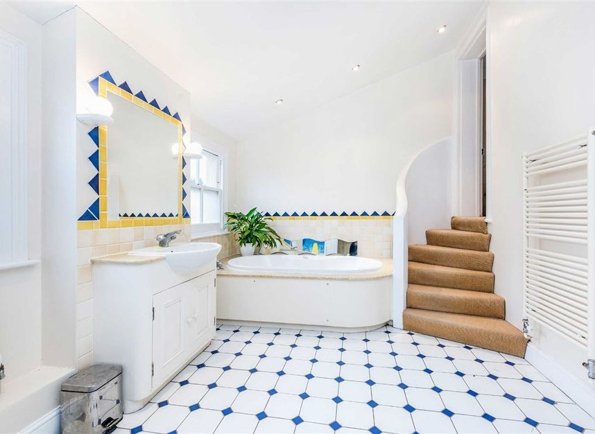 Properties for sale in Castelnau - SW13 9EX view9