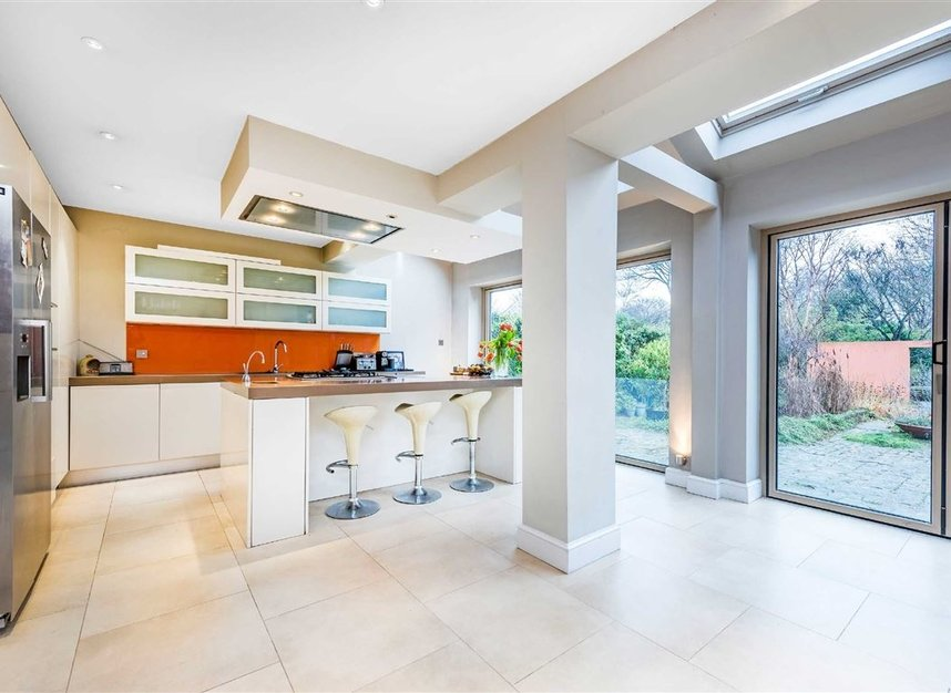 Properties for sale in Castelnau - SW13 9EX view2
