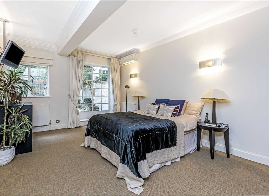 Properties for sale in Chesham Street - SW1X 8NG view4