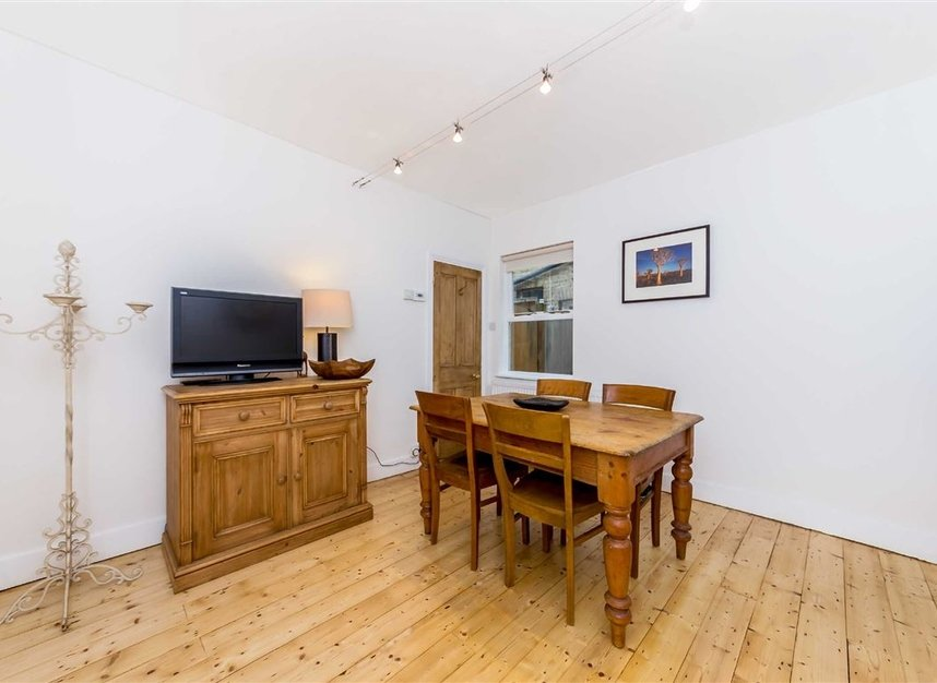 Properties for sale in Craven Road - KT2 6LW view4