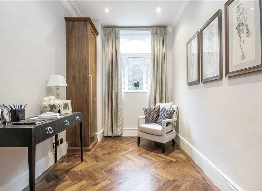 Properties for sale in Eaton Square - SW1W 9BQ view8