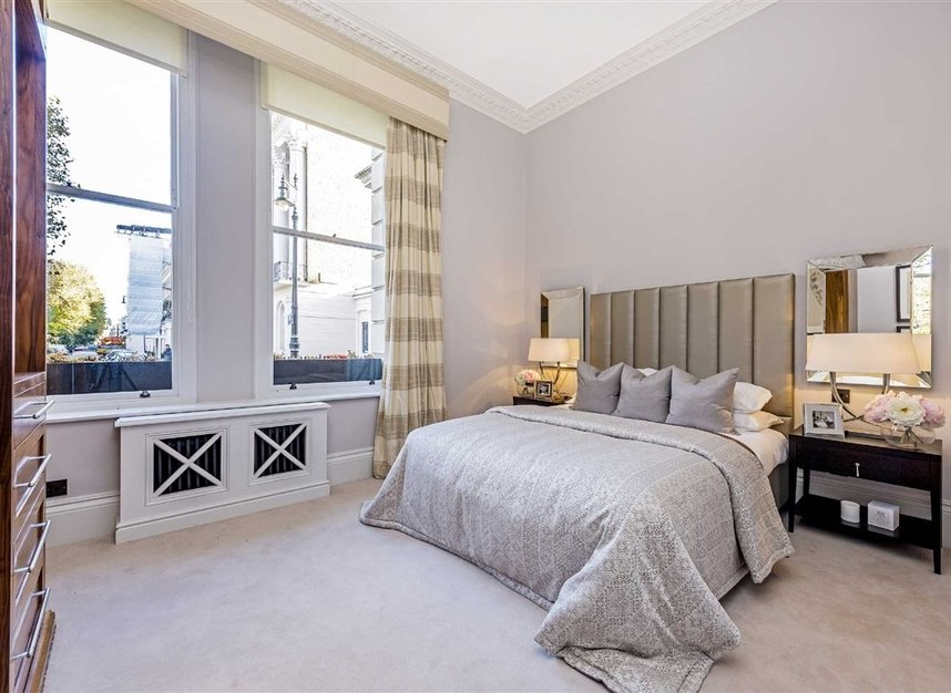 Properties for sale in Eaton Square - SW1W 9BQ view3