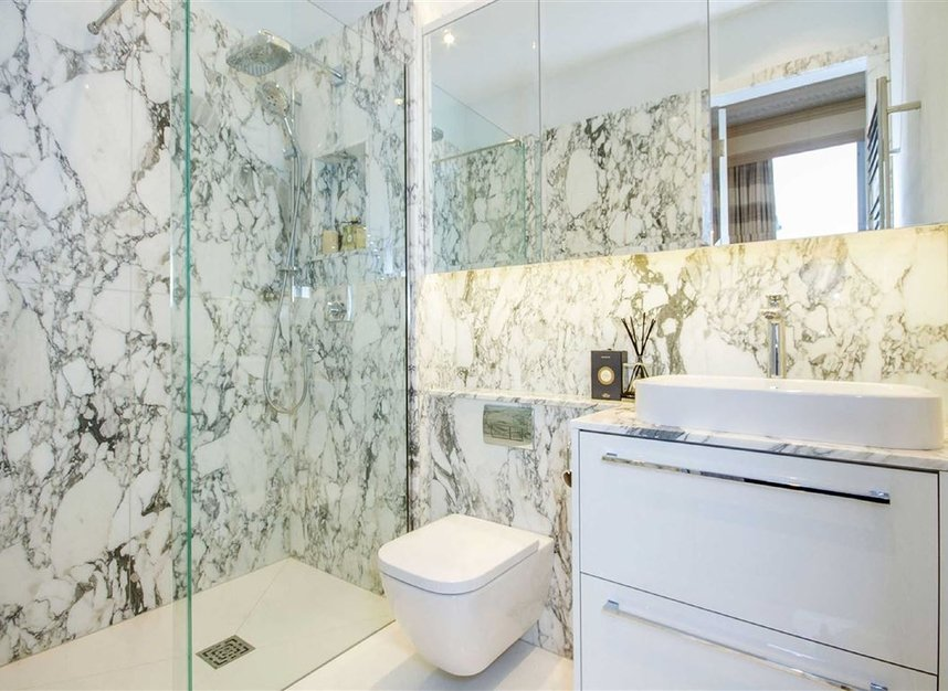 Properties for sale in Eaton Square - SW1W 9BQ view10