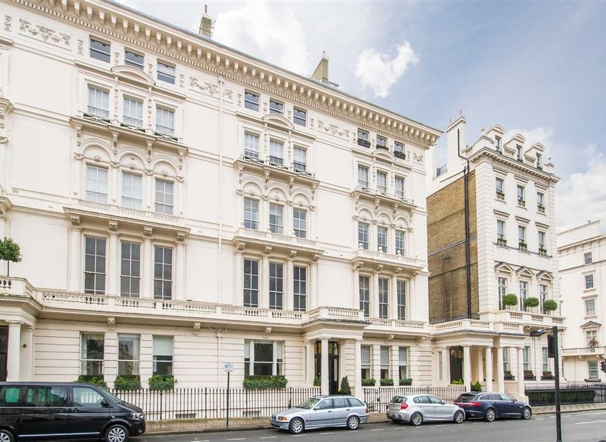 Properties for sale in Eaton Square - SW1W 9BQ view5