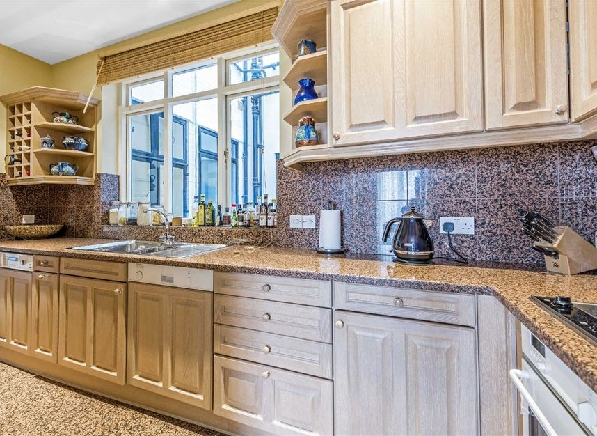 Properties for sale in Ennismore Gardens - SW7 1NL view6