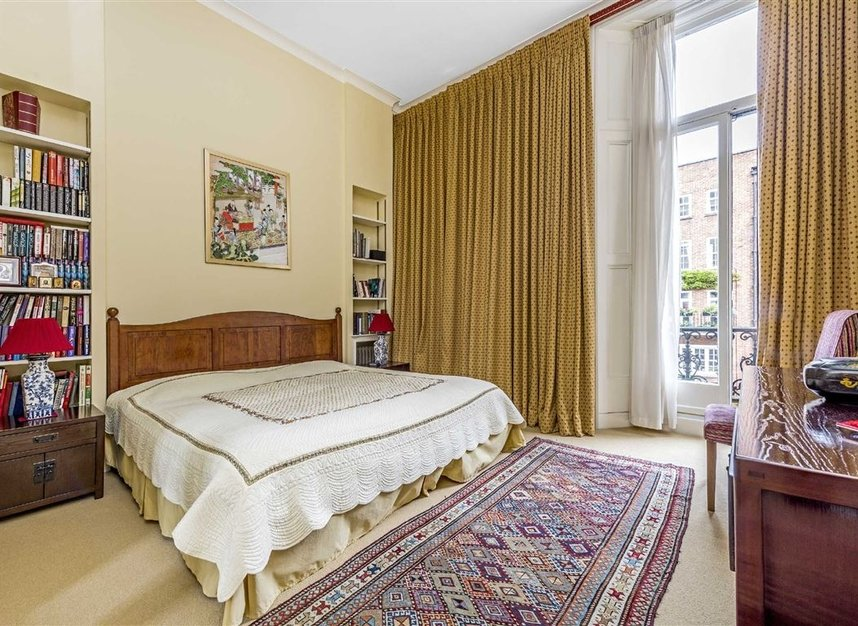 Properties for sale in Ennismore Gardens - SW7 1NL view3