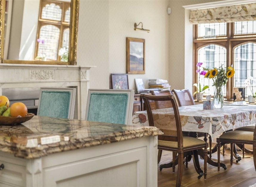 Properties for sale in Ennismore Gardens - SW7 1NH view12