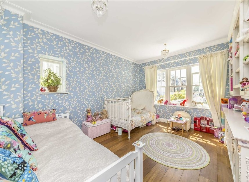 Properties for sale in Ennismore Gardens - SW7 1NH view8