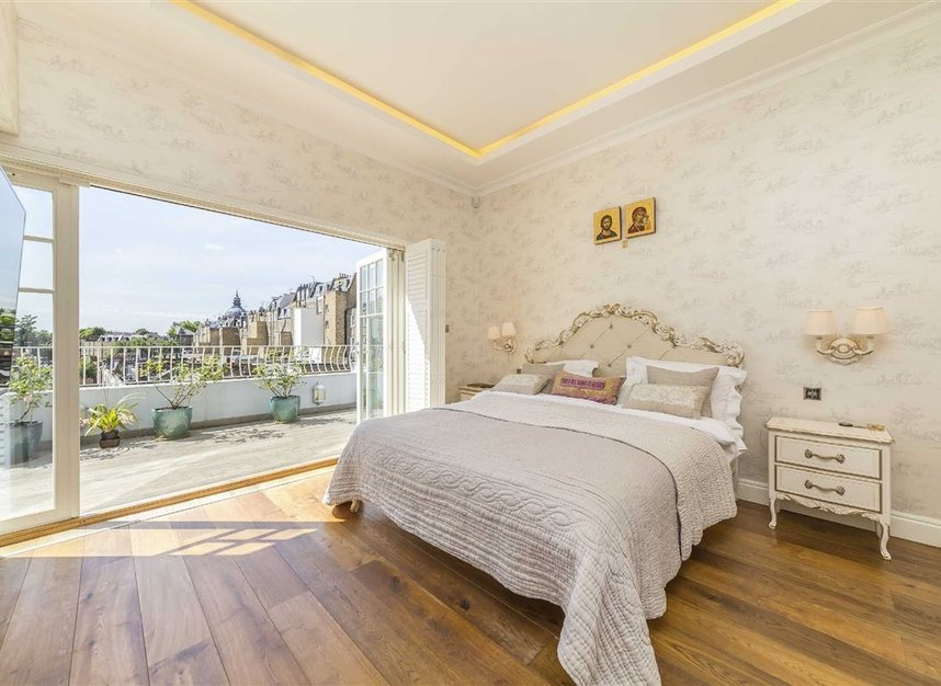 Properties for sale in Ennismore Gardens - SW7 1NH view5