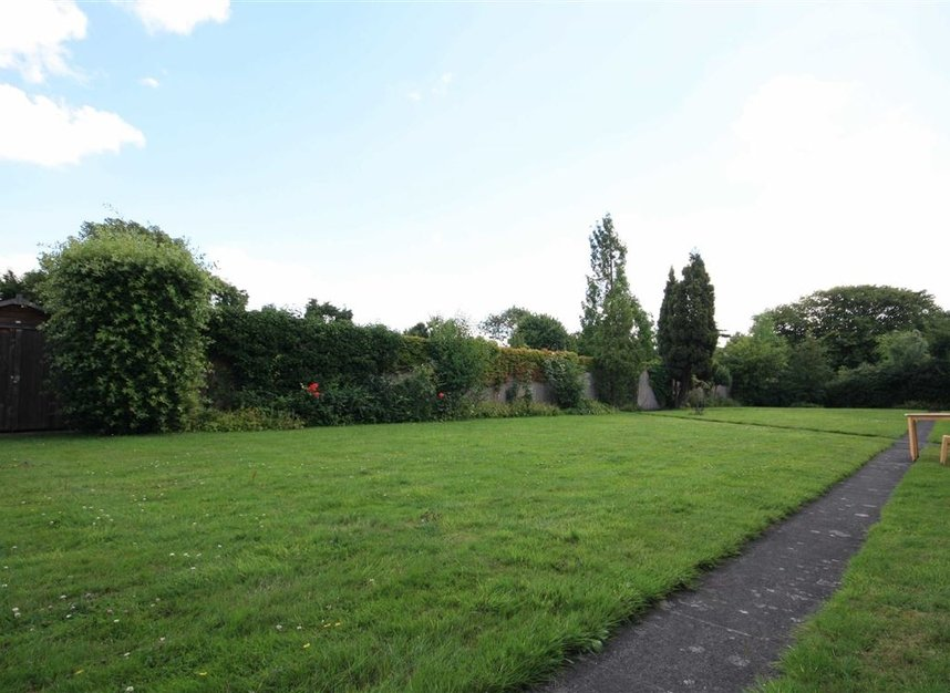 Properties for sale in Galsworthy Road - KT2 7BL view5