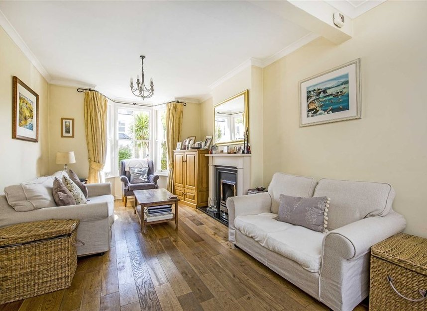 Properties for sale in Graham Road - SW19 3SW view2