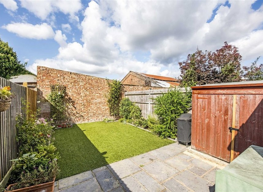 Properties for sale in Graham Road - SW19 3SW view4