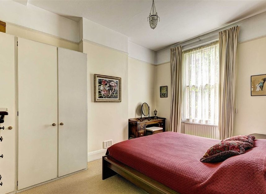 Properties for sale in Kensington Court - W8 5DT view6