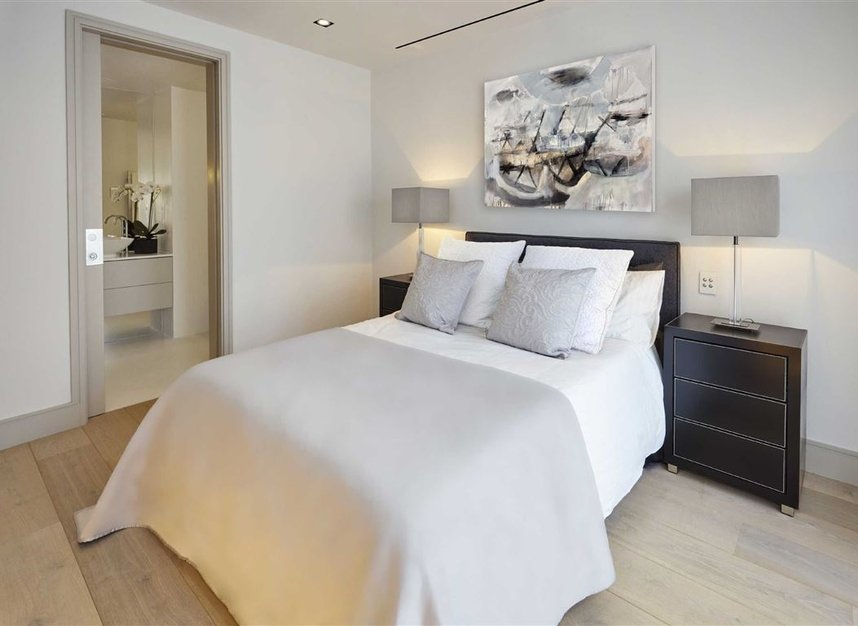 Properties for sale in Ladbroke Grove - W11 2HE view7