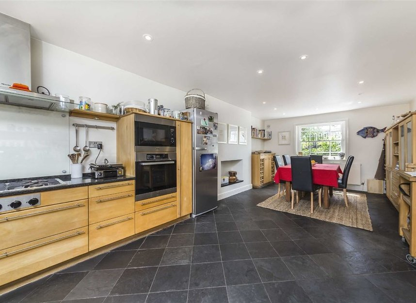 Properties for sale in Lansdowne Gardens - SW8 2EQ view6