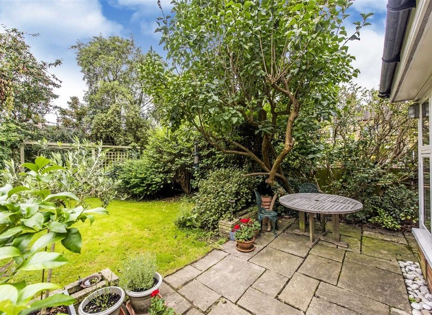 Properties for sale in Leinster Avenue - SW14 7JW view9