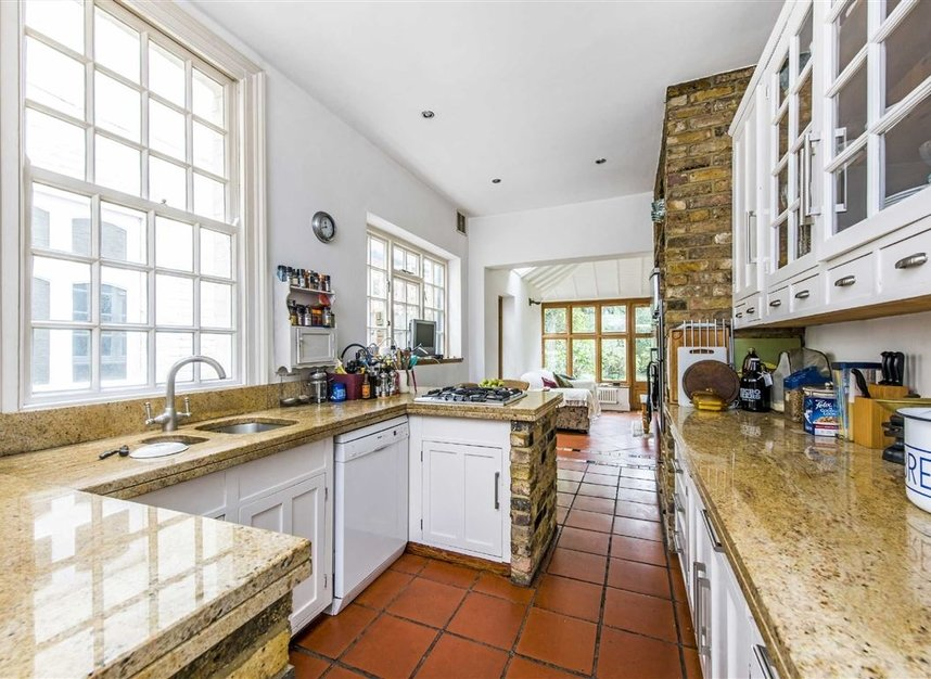 Properties for sale in Leinster Avenue - SW14 7JW view2