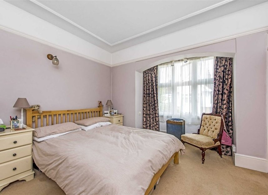 Properties for sale in Leinster Avenue - SW14 7JW view6