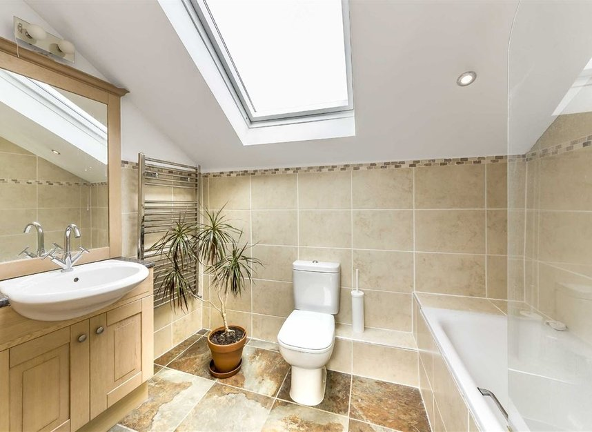 Properties for sale in Moray Mews - N7 7DY view6