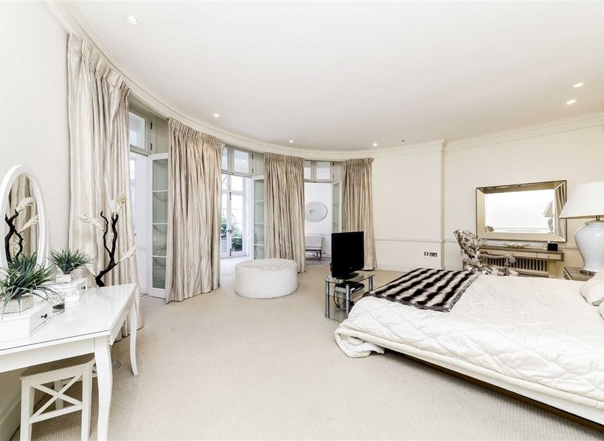Properties for sale in Park Lane - W1K 7AD view6