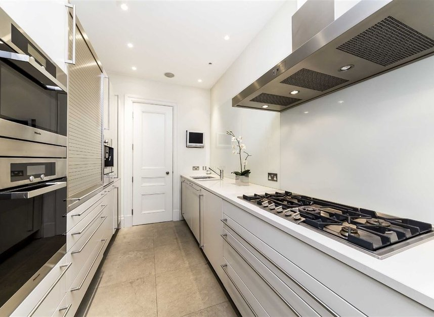 Properties for sale in Park Lane - W1K 7AD view5
