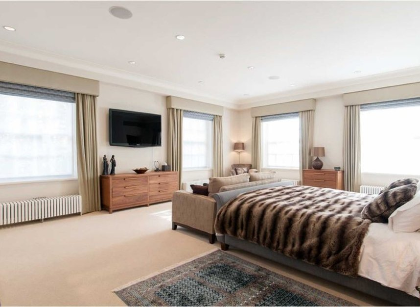 Properties for sale in Smith Square - SW1P 3HL view8