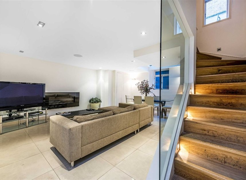 Properties for sale in St. James's Place - SW1A 1NS view4