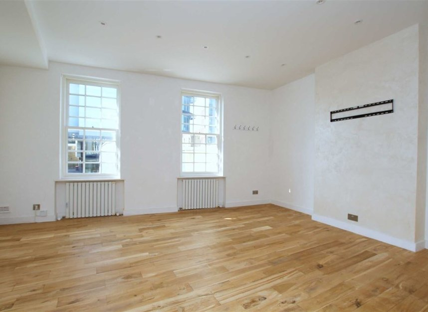 Properties for sale in Upper Richmond Road - SW15 2SP view1