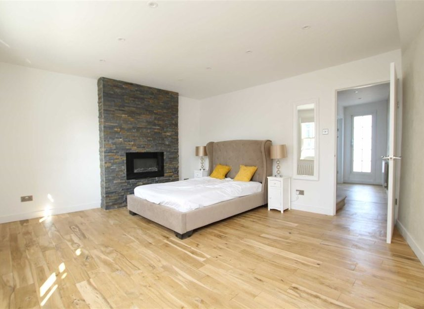 Properties for sale in Upper Richmond Road - SW15 2SP view4