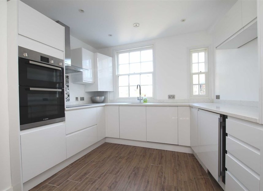 Properties for sale in Upper Richmond Road - SW15 2SP view2