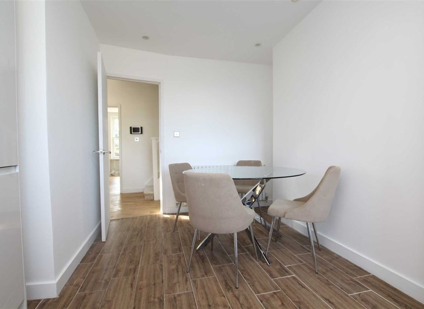 Properties for sale in Upper Richmond Road - SW15 2SP view3