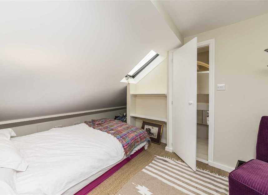 Properties for sale in Vauxhall Grove - SW8 1TD view5