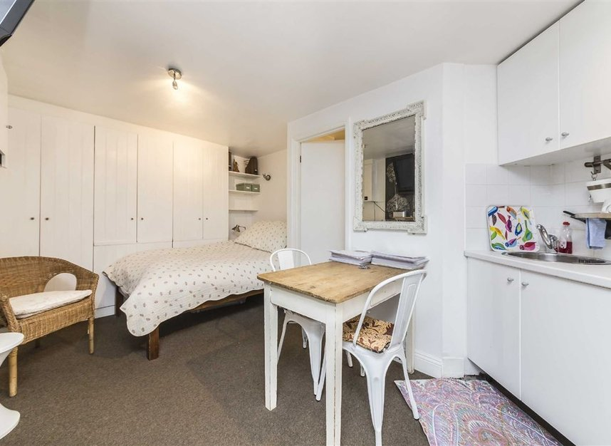 Properties for sale in Vauxhall Grove - SW8 1TD view6