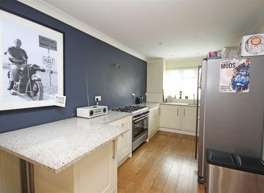 Properties for sale in Willow Way - TW16 6BT view3