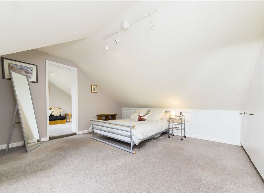 Properties for sale in Worple Road - TW7 7AP view8