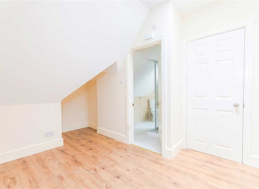 Properties for sale in Wulfstan Street - W12 0AD view6