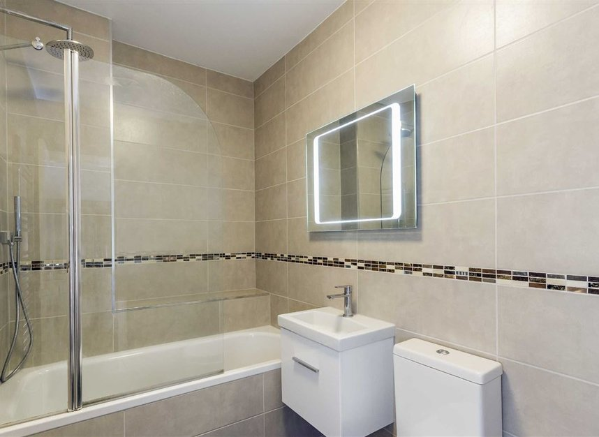 Properties to let in Amwell Street - EC1R 1XS view4
