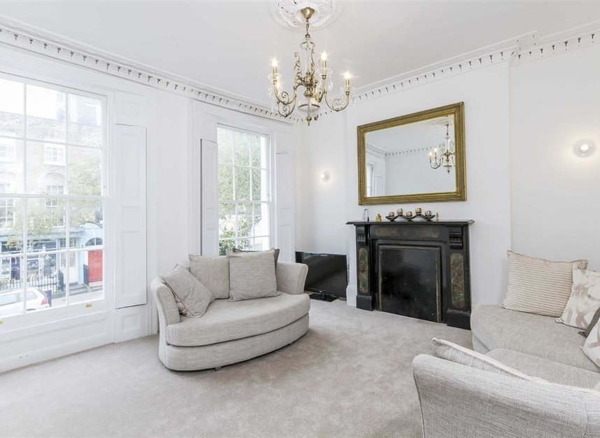Properties to let in Amwell Street - EC1R 1XS view2