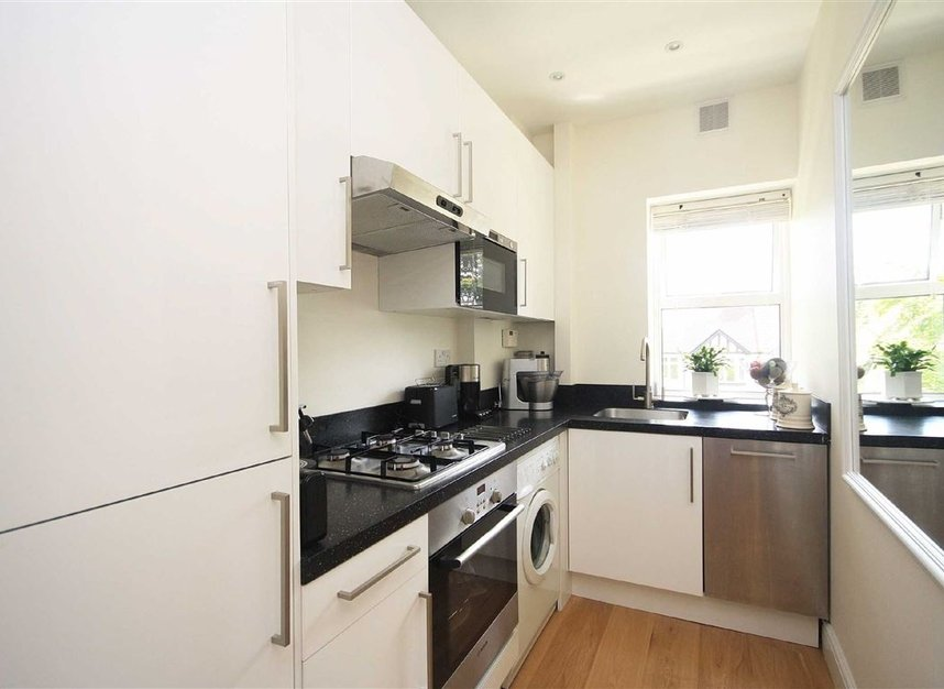 Properties to let in Arlington Road - TW1 2AU view3