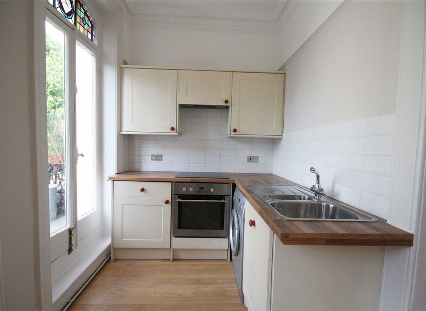 Properties to let in Avonmore Road - W14 8RS view3