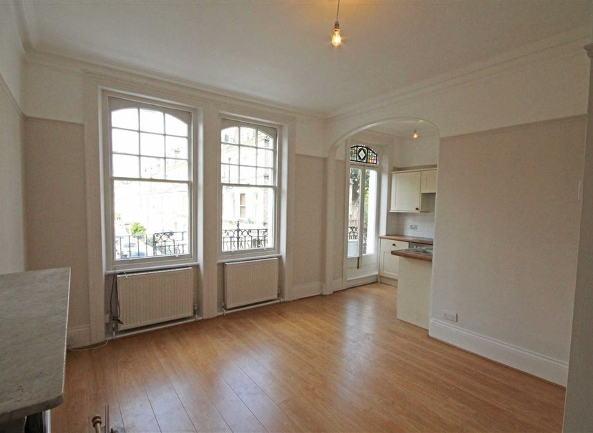 Properties to let in Avonmore Road - W14 8RS view2