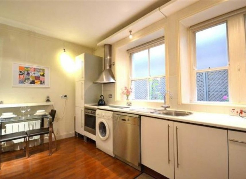 Properties to let in Bedford Avenue - WC1B 3AD view4