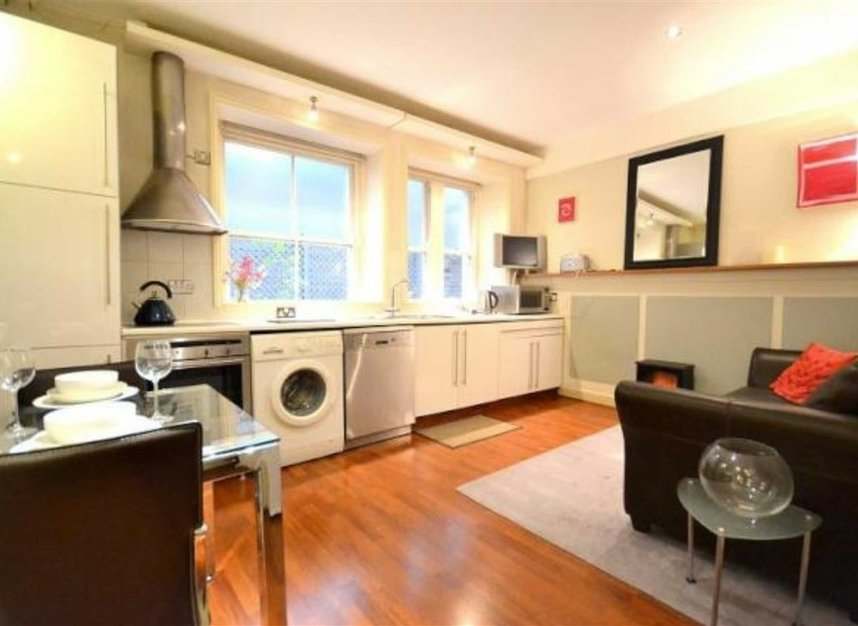 Properties to let in Bedford Avenue - WC1B 3AD view3