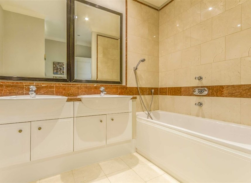 Properties to let in Brasenose Drive - SW13 8RB view4