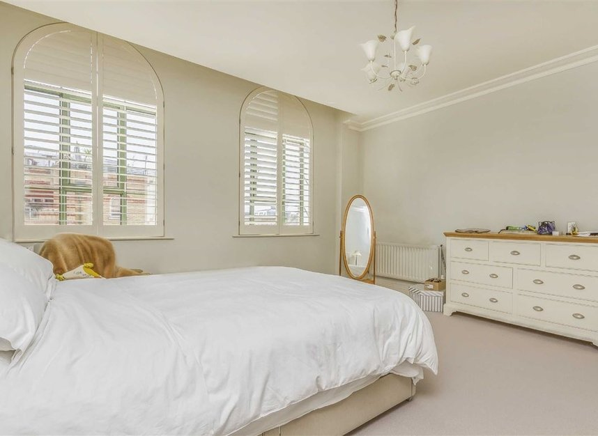 Properties to let in Brasenose Drive - SW13 8RB view3