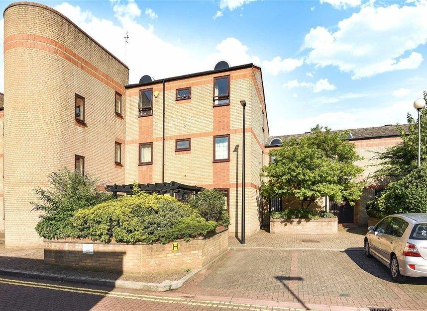 Properties to let in Caledonian Wharf - E14 3EN view1