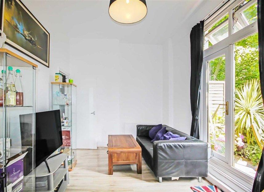 Properties to let in Cambridge Gardens - W10 6JE view3